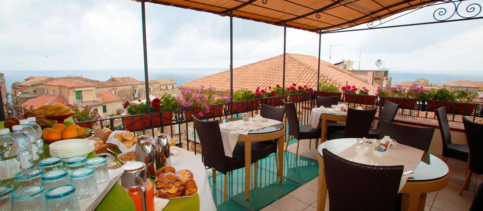 Residenza Il Barone Tropea terrazza colazione